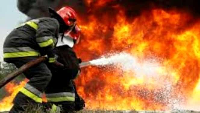 Incendiu violent în Bucureşti. 7 autospeciale se luptă cu flăcările