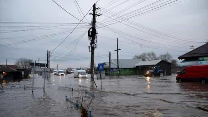 Imagini de coşmar în Teleorman. Apele au acoperit tot la Drăgăneşti Vlaşca. Traficul este blocat