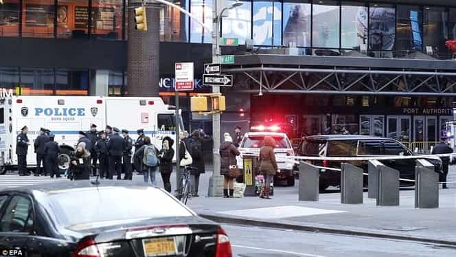 Atac terorist în New York! O bombă a explodat prematur şi l-a rănit pe atentator şi alte 3 persoane!