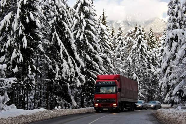 Patru rute alternative pentru cei care se întorc din vacanţa de sărbători. Valea Prahovei, drumul răbdării