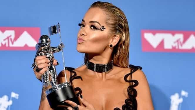 Rita Ora s-a sărutat cu Bebe Rexha la MTV VMA 2018