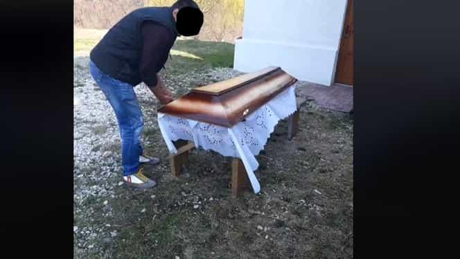 Imagini șocante postate pe Internet. Pacient mort din Brașov, dezbrăcat, băgat într-un sac și îngropat. Internauții au luat foc