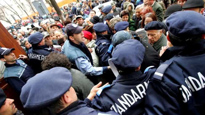 Jandarmii vor putea percheziționa fără mandat și vor opri mașinile în trafic. Ce mai prevede legea care a ajuns în Senat