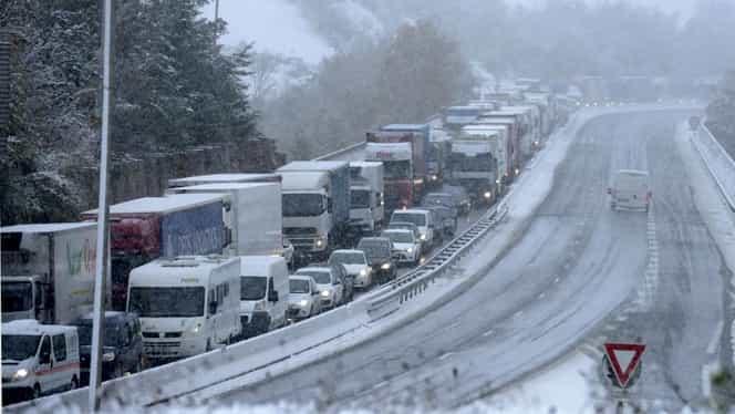 Atenționări de călătorie emise de MAE! Cod portocaliu de ninsoare, românii sfătuiți să stea acasă