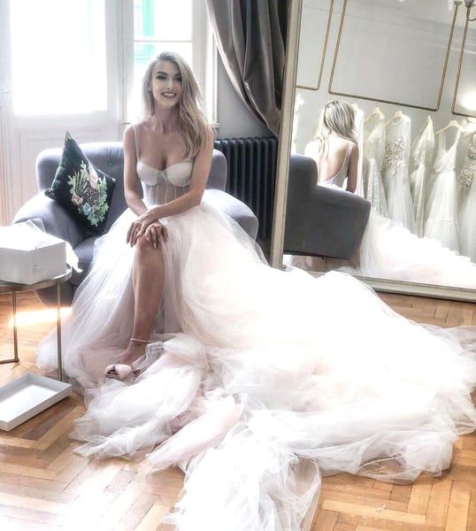 Cum arată rochiile de mireasă ale Andreei Bălan. Cântăreața a făcut publice imaginile