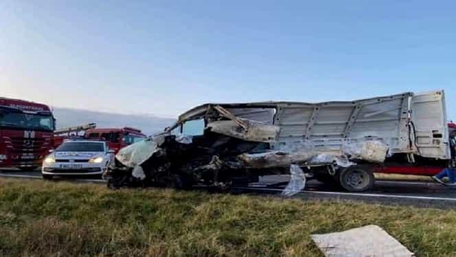 Accident îngrozitor pe DN 25. Microbuz spulberat de TIR la Braniștea, județul Galați. FOTO/ VIDEO