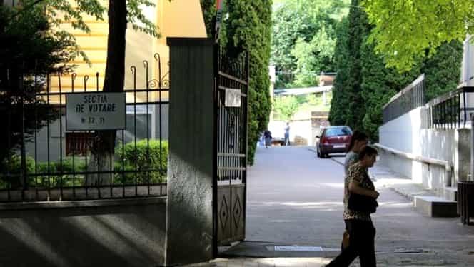 Scene incredibile într-o secție de votare din Iași. Membrul comisiei, snopit în bătaie de o femeie