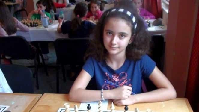 O elevă de 13 ani, din Iaşi, este noua campioană mondială la şah