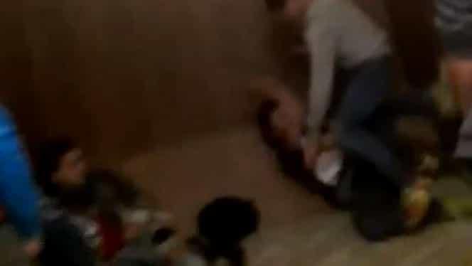 Copii cu handicap, rupți cu bătaia într-un liceu din Oradea! Video șocant
