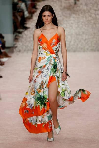 Cele mai frumoase modele din România, la prezentarea unei noi colecții primăvară – vară. Cum au apărut pe podium FOTO
