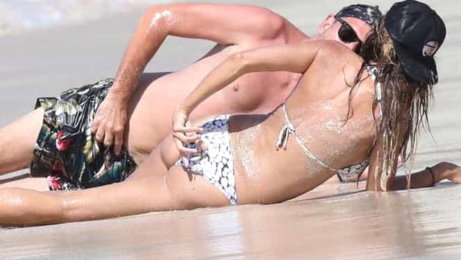 Imagini bombă în showbiz! Diva a fost prinsă de paparazzi cu amantul la mare!  Dar să vezi ce au făcut pe plajă. Gestul e mult prea intim
