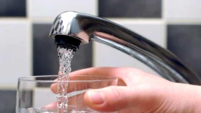 Ce spune Apa Nova despre gustul ciudat al apei de la robinet. Cât de mult afectează populația un astfel de incident