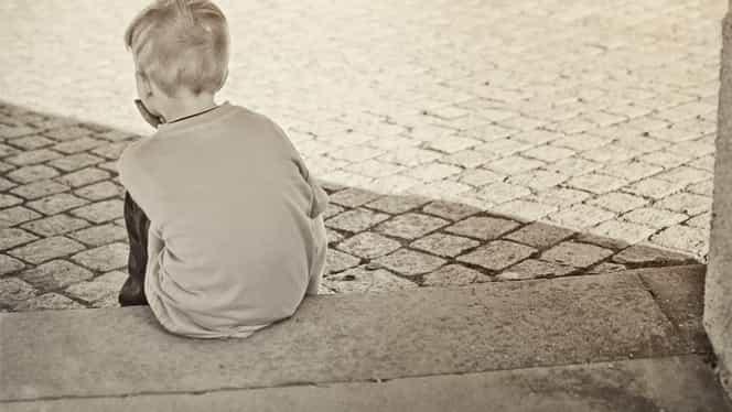 Studiu alarmant! Peste 18 mii de copii din România au ambii părinţi plecaţi în străinătate