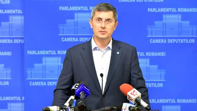 Dan Barna face dezbatere live pe Facebook, cu românii de rând. Candidatul USR i-a invitat și pe Dăncilă și Iohannis, vineri