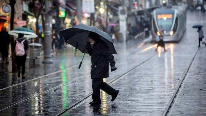 Vremea în București luni 1 octombrie. Meteorologii anunță frig, ploi și un ciclon!