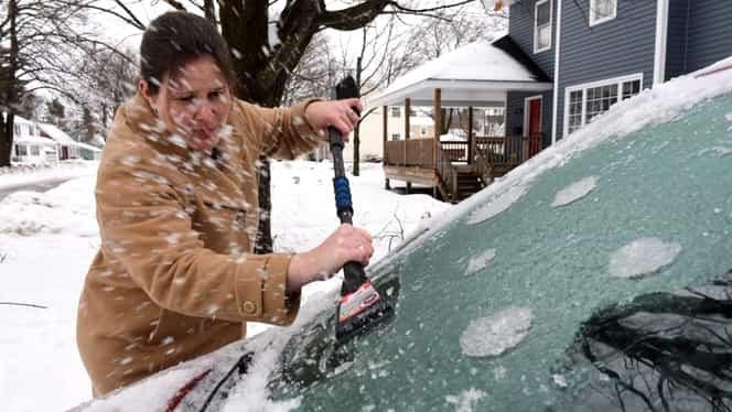 Cea mai bună soluție pentru dezghețarea rapidă a parbrizului! Trucul folosit de milioane de șoferi