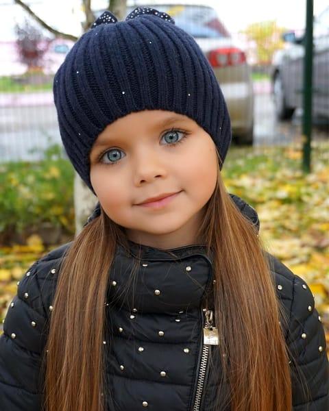 Cine este Anastasia Knyazev, cea mai frumoasă fetiţă din lume. Cum arată mama ei. FOTO