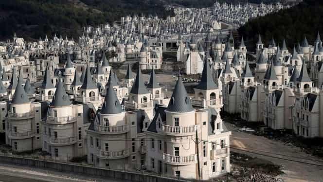 Oraș fantomă în Turcia, cu peste 500 de castele luxoase! VIDEO din Burj Al Babas