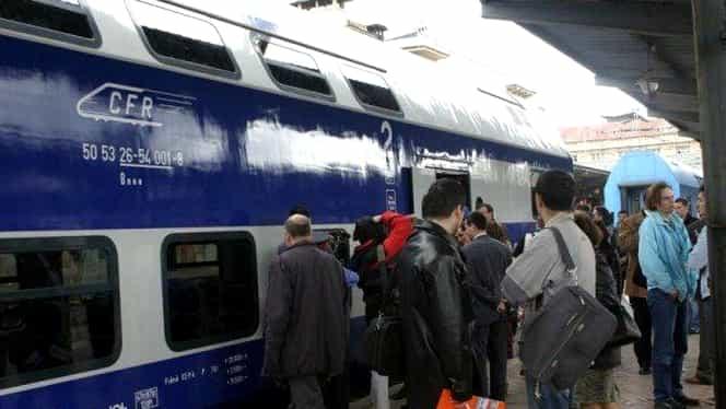 Tren aglomerat la Mangalia, ca în filme! CFR a vândut 500 de bilete pentru un tren cu un vagon!