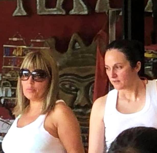 Controversata situației a Elenei Udrea pare că a luat sfârșit. Aceasta a fost ridicată de pe stradă alături de Alina Bica. Între Costa Rica și România nu există un tratat bilateral de extrădare. Cele două au sentințe între patru și șase ani. Alte dosare care le poartă numele le așteaptă în țară.