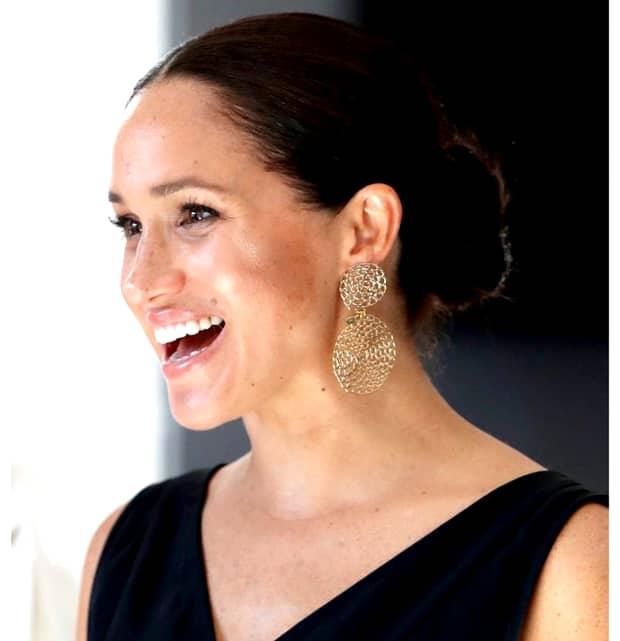 """Meghan Markle, prima apariție publică după """"divorțul"""" de Casa Regală Britanică. Soția Prințului Harry a vizitat un centru din Canada. FOTO"""