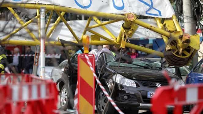 O macara s-a prăbușit peste o mașină în București! O persoană este în stare gravă. Reacția primarului Tudorache. UPDATE