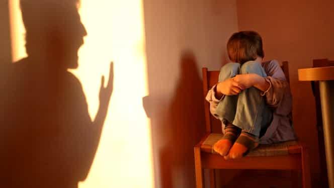 De ce nu au voie părinții să-și certe copiii seara! Explicația este uimitoare