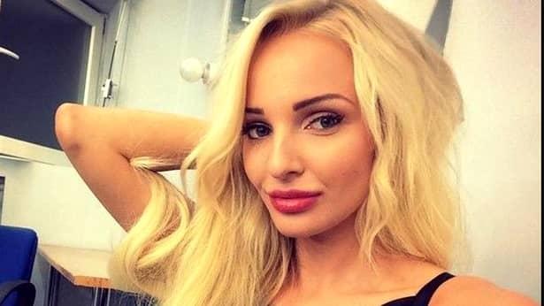 Cei doi au avut o scurtă conversație pe Facebook! Frumoasa blondă, aflată în Turcia, a cerut ajutorul pe rețeaua de socializare, iar Trstan Tate s-a grăbit să-i sare în ajutor domniței!