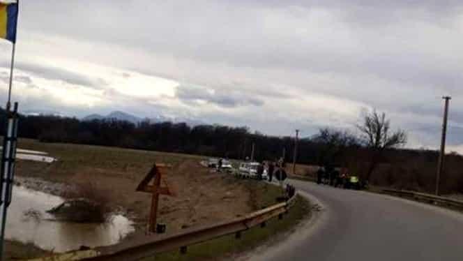 Accident teribil în Braşov! A căzut cu tot cu maşină în râu