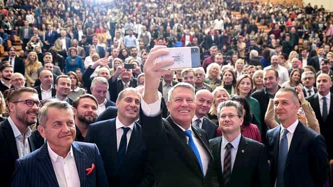 Ce telefon are Klaus Iohannis. Președintele României a plătit 1.000 de euro pentru el