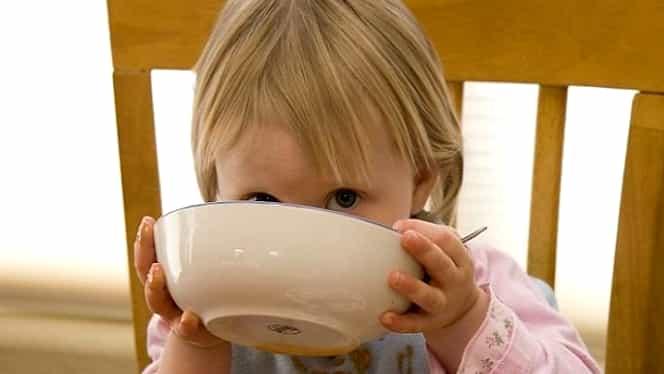 Micul dejun servit copiilor este, în general, o bombă nutriţională plină de E-uri! Ce ar trebui să mănânce!