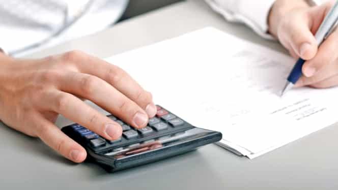 În 30 de ani, un salariat va trebui să susţină doi pensionari