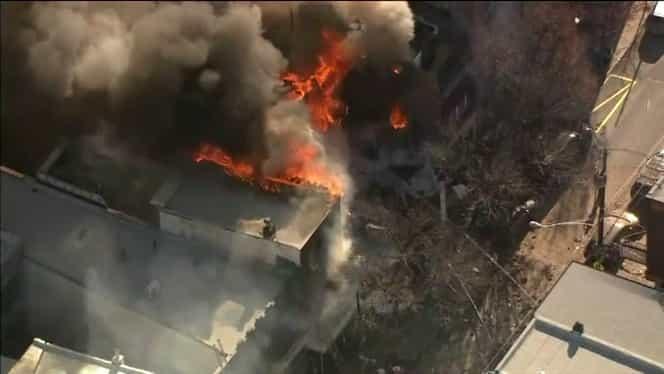 Explozie puternică în Philadelphia! Autoritățile americane nu știu câte victime ar putea fi prinse sub dărâmături