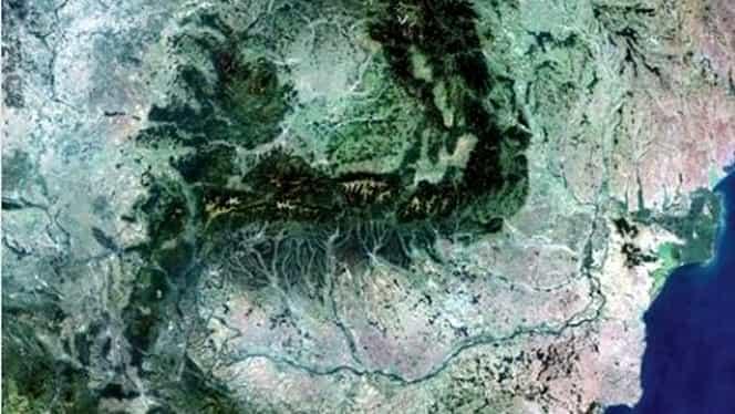 Cum arată România văzută din spațiu. Fotografia de care te îndrăgostești