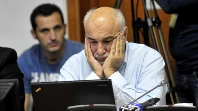 GALERIE FOTO. Vosganian, de râsul curcilor pe Internet, după declaraţia despre găinile evazioniste