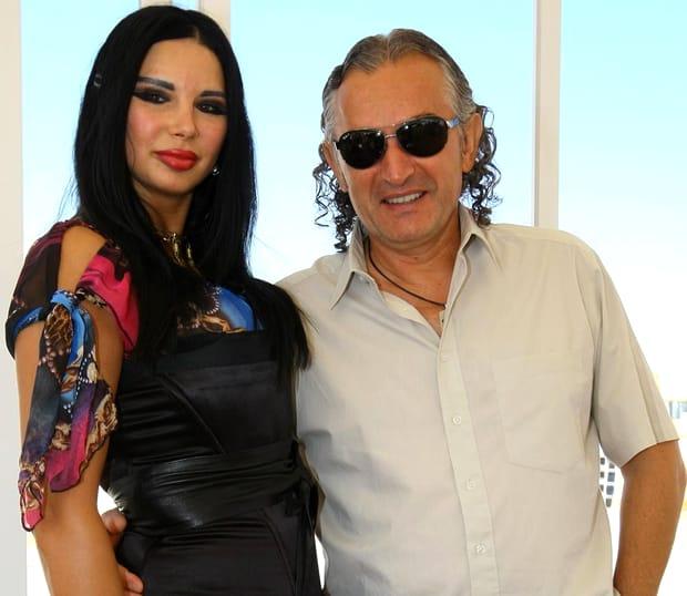 Relaţia Marinelei Niţu cu Miron Cozma a fost, fără doar şi poate, una dintre cele mai tumultuoase poveşti de dragoste din showbiz-ul românesc. Cei doi au fost împreună - cu ceva pauze, ce-i drept - mai bine de un deceniu şi jumătate, dar nu au fost niciodată căsătoriţi - doar s-au logodit, în Biserică, în faţa lui Dumnezeu - şi s-au despărţit în 2014, cu doar o zi înainte de Ziua Îndrăgostiţilor.