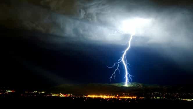 62 de localităţi afectate de furtuni! 114 acoperişuri au fost smulse de furtună!