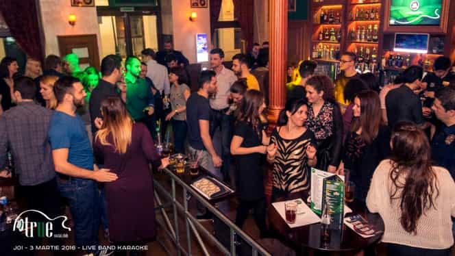 Clienţii unui bar au câştigat 220 de milioane de euro la loteria de Crăciun