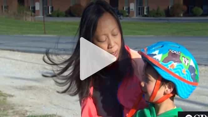 Un băiețel de 3 ani i-a salvat viața vecinei cu un gest pe care îl poți face și tu – Video