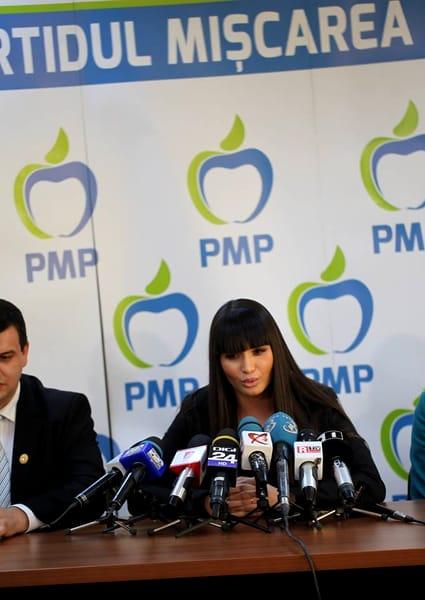 Elena Băsescu în costum de baie, după 3 nașteri! Cum arată fiica fostului președinte