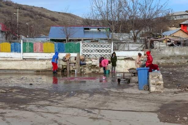 Localitatea din România unde toți locuitorii sunt asistați social sau primesc bani de la stat