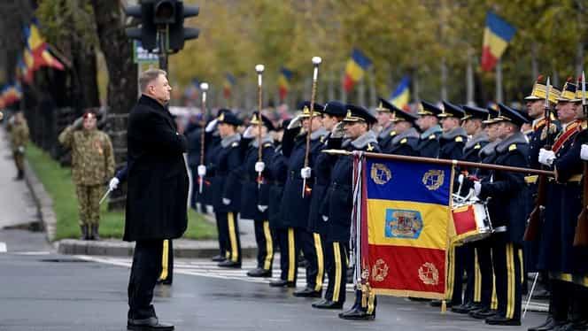 Klaus Iohannis, baie de mulțime la parada de 1 Decembrie! Președintele a stat de vorbă cu copiii prezenți la Arcul de Triumf