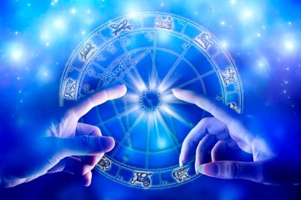 Horoscop zilnic, sâmbătă, 3 august! Racul primește un mesaj dureros de la o persoană importantă!