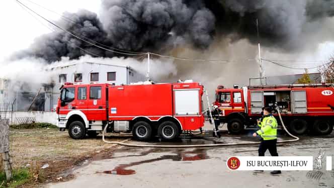 Incendiu puternic în Buftea! 100 de pompieri şi 16 autospeciale au intervenit! Mesajul ISU