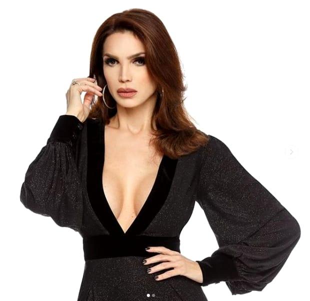 Cristina Spătar, sexy în costum de baie! Detaliu intim lăsat la vedere