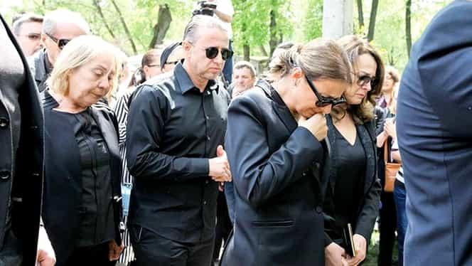 Anamaria face pomana de 40 de zile a Ionelei Prodan chiar în cimitir! Pe cine îmbracă, în memoria mamei sale!