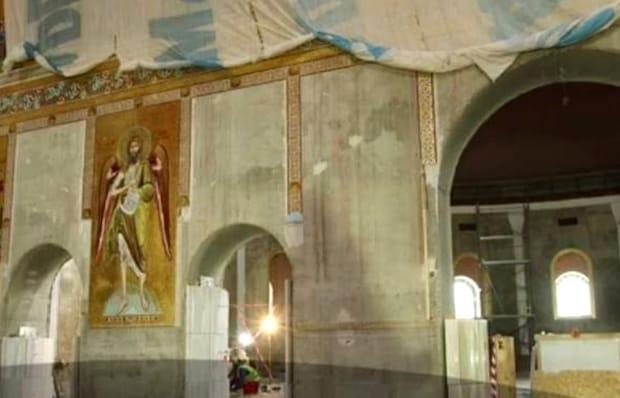 Au apărut primele imagini din interiorul Catedralei Mântuirii Neamului, colosul care a fost construit să aibă şase adăposturi antiatomice! Atlarul este unic în România şi va avea o mulţime de icoane poleite în aur. Investiţia s-a ridicat la 105.000.000 de euro.