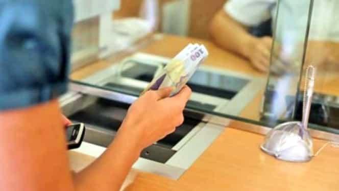 Prima bancă din România care desființează casieriile! Cum se vor face plățile!