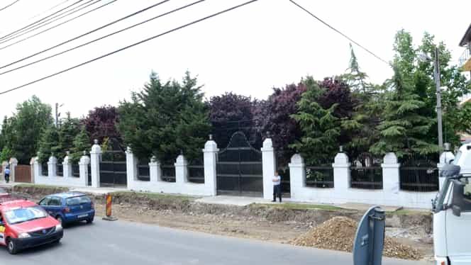 Scandal monstru la poarta lui Gigi Becali, în ziua nunţii Teodorei. Poliţiştii şi jandarmii au intervenit