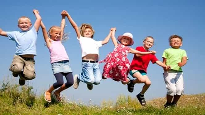 Alocaţiile copiilor, majorate din nou de anul viitor? Ce prevede un nou proiect de lege